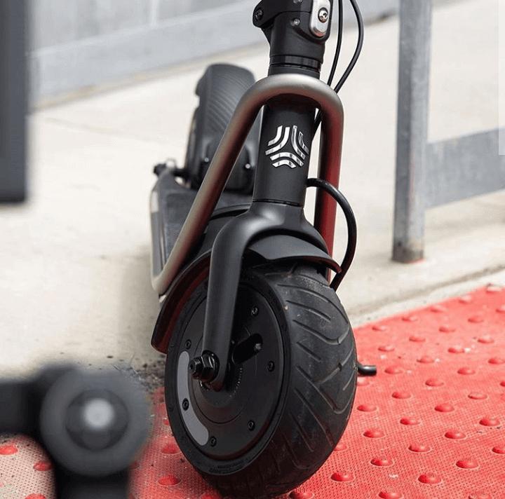 Scooter électrique pour les navetteurs