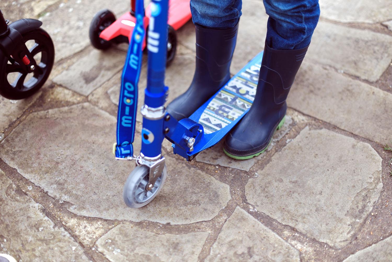 2 scooters à roues. Grandes ou petites roues?