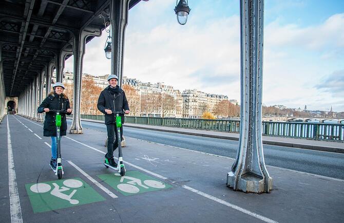 Lancement d'une solution de scooter électrique à faible coût Lime Access à Paris