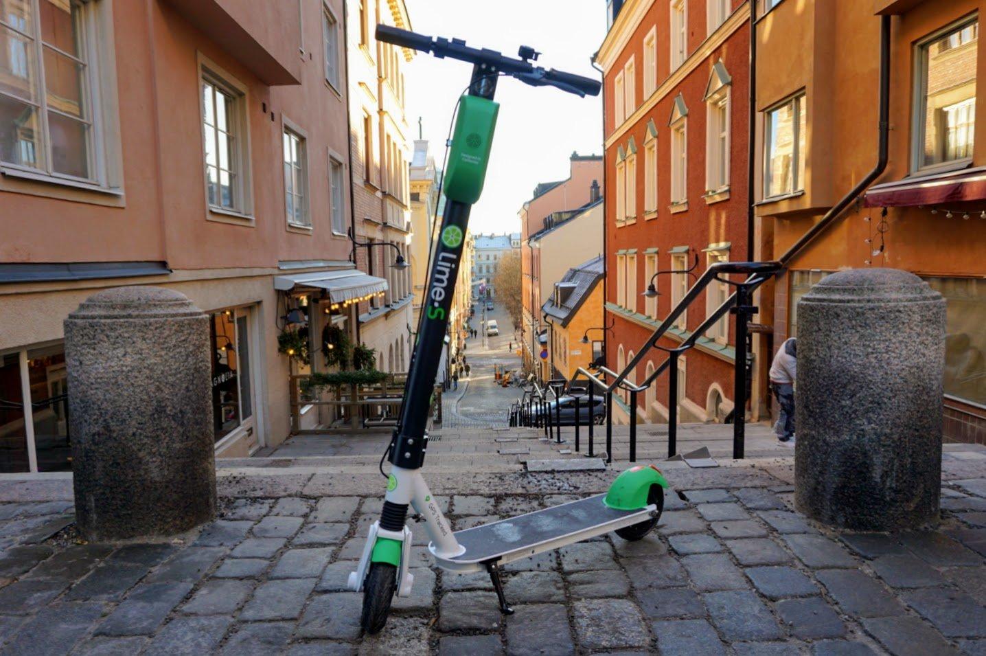 Stockholm remporte un prix pour le transport propre alors que les scooters de chaux dépassent le million de sorties